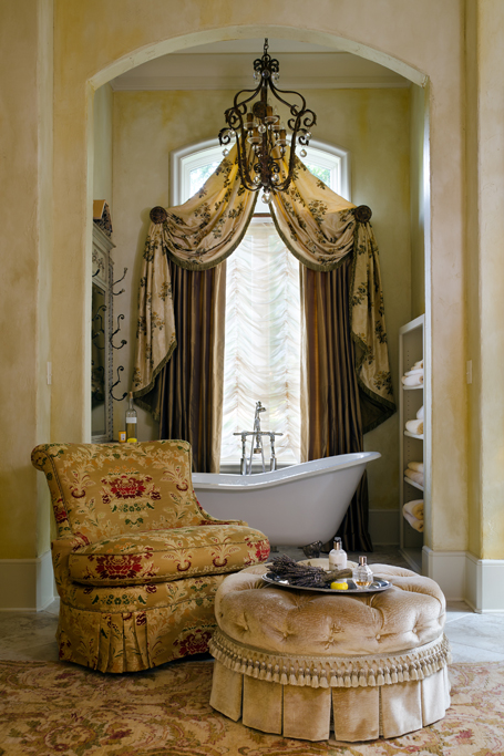 Master Bath Tub and Seating